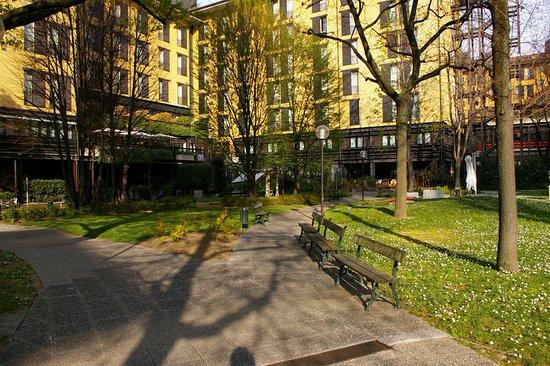 Mercure Bologna Centro: Jardin de l'hôtel