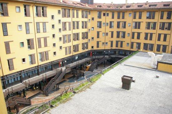 Mercure Bologna Centro: Vue sur la galerie commerciale