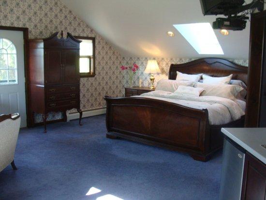 Hamilton, NY: King size bed in Honeymoon Suite.