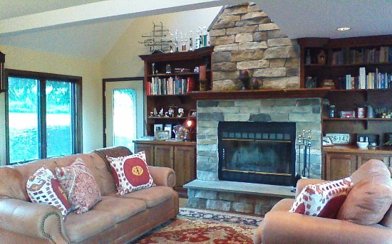 Peaceful Pines: Fireplace and family sitting area.