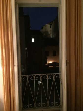 Il Corso Bed and Breakfast: Night View from Yellow Room
