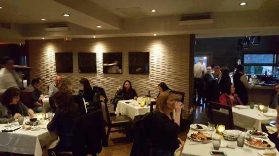 Commack, NY: Upstairs Dining Room at Manninos