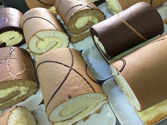 Mourilyan, Australia: Great pies - birthday cakes made to order - sponge rolls fresh cream -