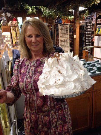 Grand Rivers, KY: Could this guy be on the menu on November? Pies larger than my head!