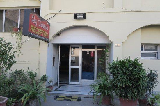 Raj Darbar Hotel: Hotel entrance