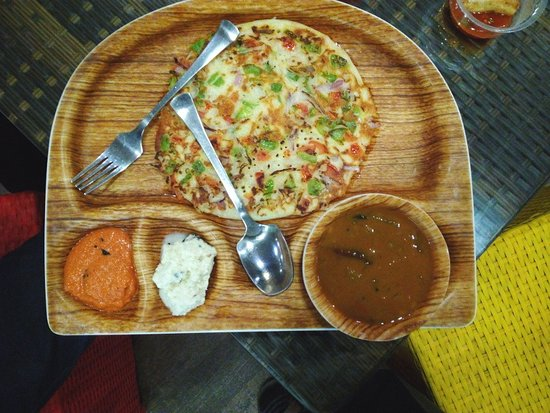 Hissar District, India: Nicely presented mixed veg utthapam