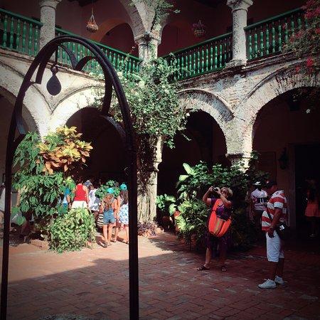 Foto de convento la popa de la galera cartagena patio for Interno a un convento
