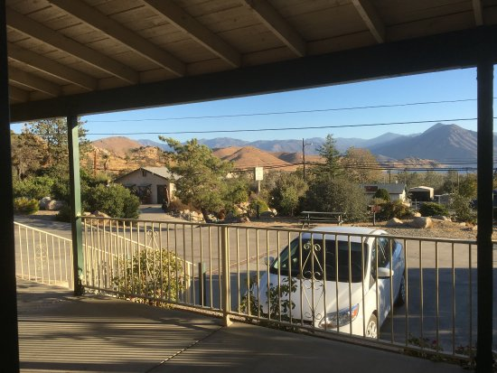 Wofford Heights, CA: Room 2,  hotel grounds, and viewing Lake Isabella just out of town.
