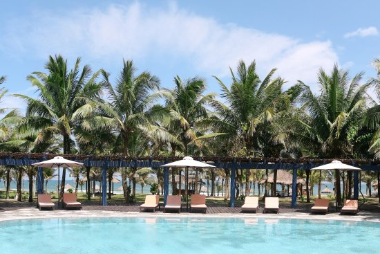 le belhamy resort & spa: beachfront pool