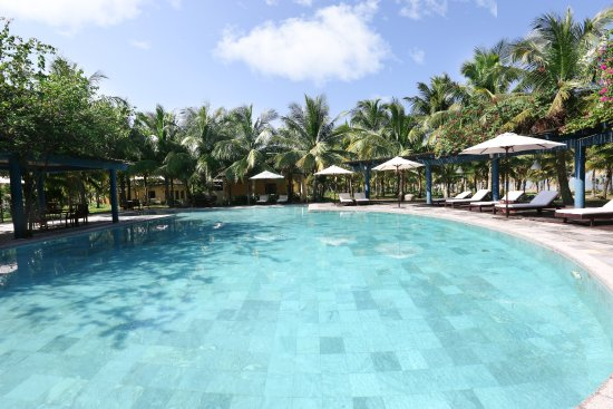 le belhamy resort & spa: beachfront pool