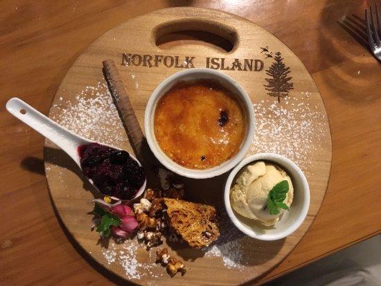 Hilli Restaurant & Cafe: Dessert on the deck at Hili's