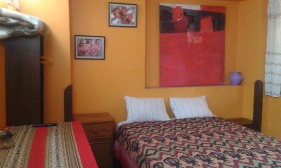 Mamma Cusco Hostel: Habitación doble matrimonial con Baño privado, ducha caliente, 24 horas Wi-Fi.