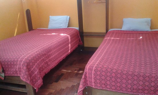 Mamma Cusco Hostel: Two single beds with private bathroom, 24 hours Wi-FI
