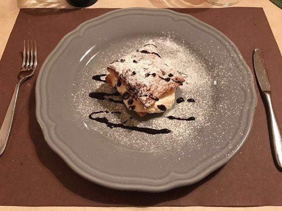 Semproniano, Italia: Cheese cake e millefoglie...SPAZIALI...😍