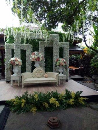 Wedding decoration at rumah makan kertanegara picture of rumah wedding decoration at rumah makan kertanegara junglespirit Images