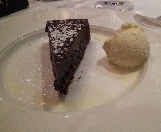 Hy's Steakhouse & Cocktail Bar: Belgian chocolate bourbon cake with vanilla ice cream