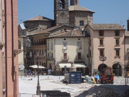 Leonessa, Ιταλία: Lavori sulla piazza