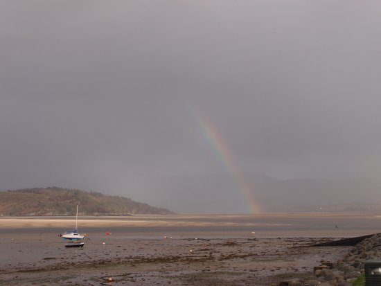 Borth-y-Gest, UK: On our way to tThe Moorings a beautiful rainbow