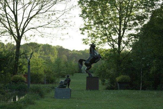 Bosschenhoofd, The Netherlands: Beeldentuin aan de achterzijde van de galerie Galerie De Beeldenstorm