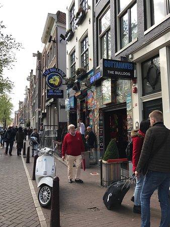 Photo of Smoke Shop The Bulldog No. 90 at Oudezijds Voorburgwal 90, Amsterdam 1012 GG, Netherlands