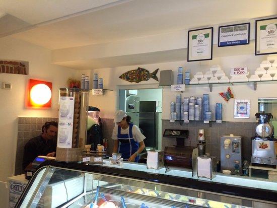 Gelateria Il Porticciolo : Friendly Staff