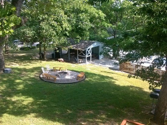 Harpers Valley Resort : Fire pit for making fun memories of vacation time