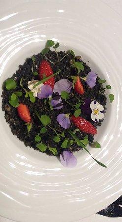 """La Maison Dans le Parc : dessert : """"le jardin de ....."""" à base de fraises"""