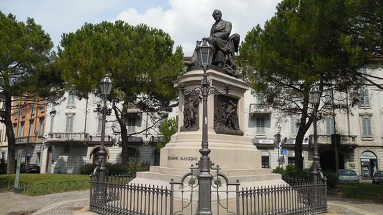 Monumento ad Alessandro Manzoni