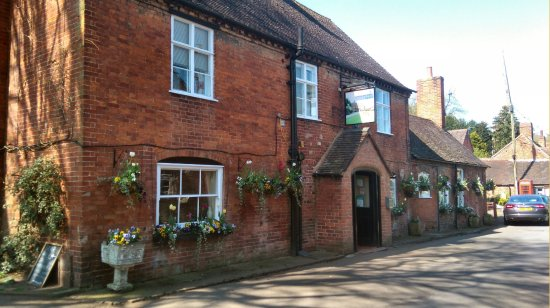 Worfield, UK: THE DELIGHTFUL UNCHANGED FRONT OF THE PUB