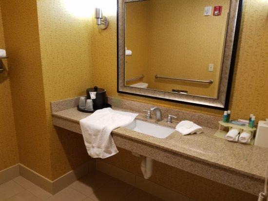 Holiday Inn Express Hotel & Suites Nashville - Opryland: 20170314_165043_large.jpg