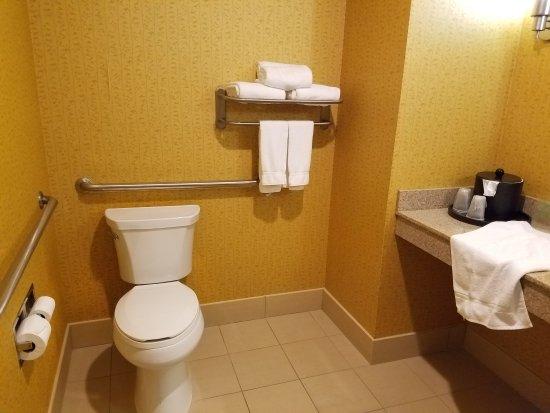 Holiday Inn Express Hotel & Suites Nashville - Opryland: 20170314_165045_large.jpg