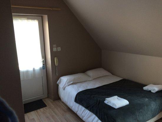 Chambre n 28 trou mur photo de hotel eden saint malo for Probleme humidite chambre