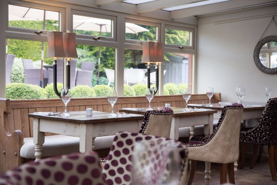 Wiveton Bell: Restaurant and stylish Garden a mile from Blakeney