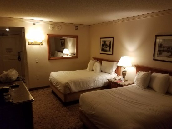 Hollywood Casino St. Louis Hotel: Beds