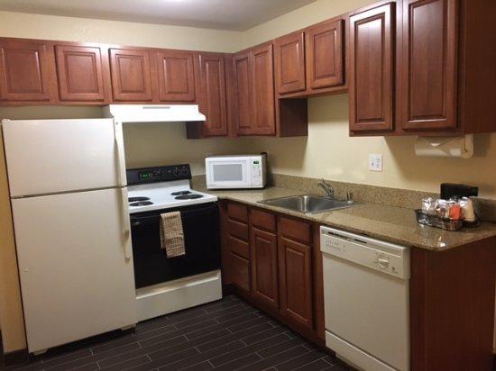 Hampton Inn & Suites Denver Tech Center: Kitchen