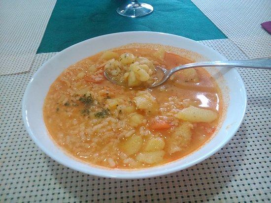 Malpartida de Plasencia, Spain: Un plato de arroz con patatas y ¿bacalao? insípido.