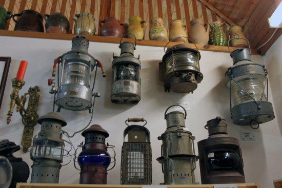 Zsambek, Hungary: Ship lamps