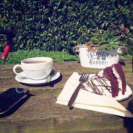 Plaistow, UK: cake!