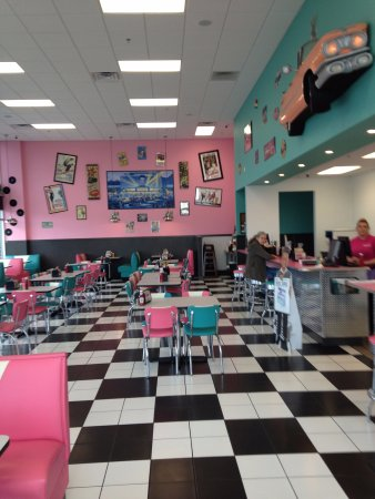 Lewisburg, TN: Inside retro!