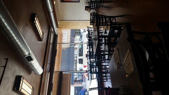 Westmont, IL: Seating and bar area
