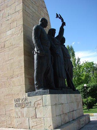 Erzincan, Turkey: Ismet Inonu Heykeli 6