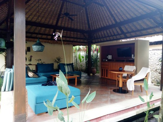 Novotel Bali Benoa: Outside living room in villa
