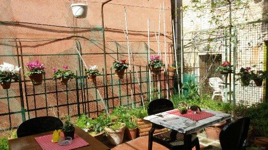 Ai Boteri Hostel: Interno esterno e terrazza