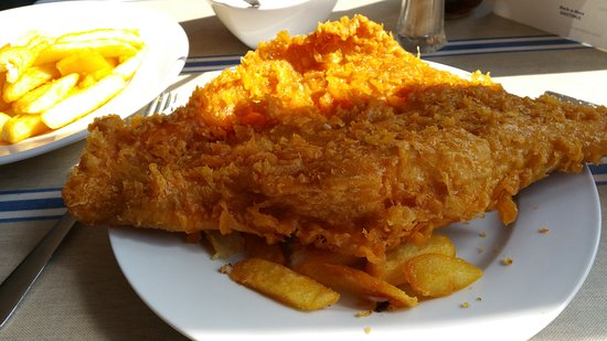 Maggie's Fish & Chips: Beautiful skate so big had to have another plate for the chips 😋