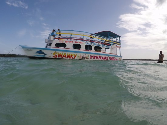 Mont Irvine, Tobago : The boat in question