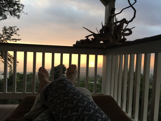 Holualoa, HI: watching sunset from the lanai