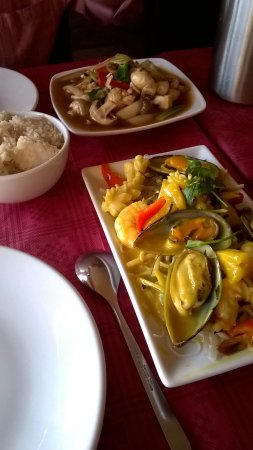Saltford, UK: Chicken stirfry, delicious sea food noodles
