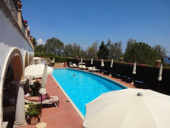 Huge views, big sun, privacy, right in town, lemon gardens, beautiful pool and lunch service, Michelin restaurant