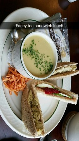 Twinsburg, Огайо: Tea sandwich plate with potato leek soup