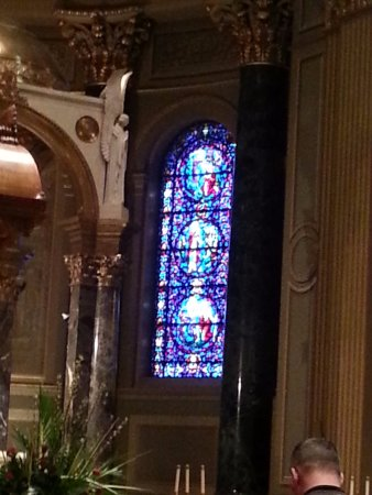 Cathedral Basilica of Saints Peter and Paul: Inside.